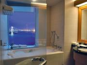 夜景の見えるビューバス客室の一例